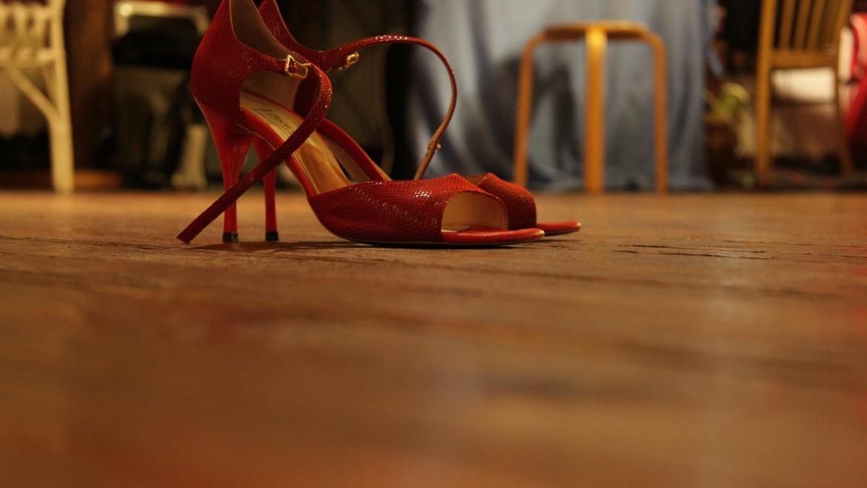 Scarpe rosse. Ago e filo contro la violenza. Conferenza stampa di presentazione